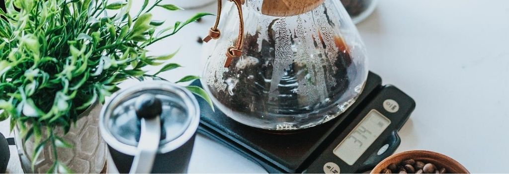 chemex and coffee on scales